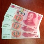新聞に「偽札売ります」広告が?!中国のお札に名前が書いてある理由